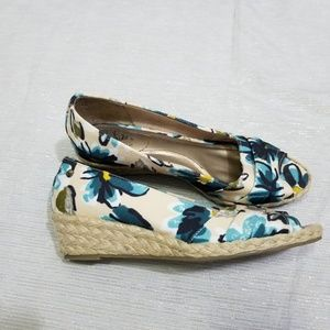 Life Stride Lavish Peep Toe Espadrille Wedges 8.5
